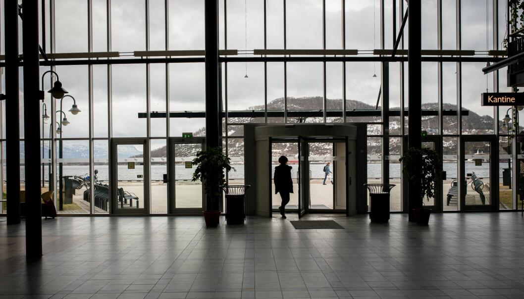 Både kantine og bibliotek ved UiTs campus i Harstad er åpne, og det er fremdeles noe fysisk undervisning på campus.