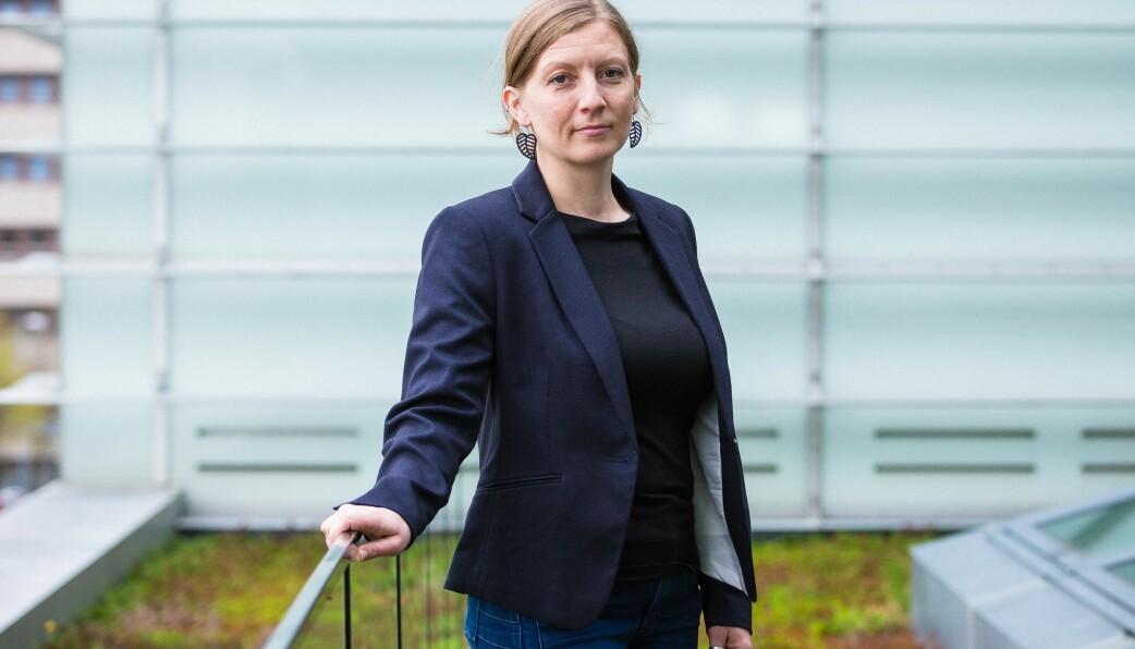 — Hvorfor skal høyt utdannede kunnskapsmedarbeidere som UiB har tilbydd stilling vente slik i månedsvis, spør Katja Enberg.
