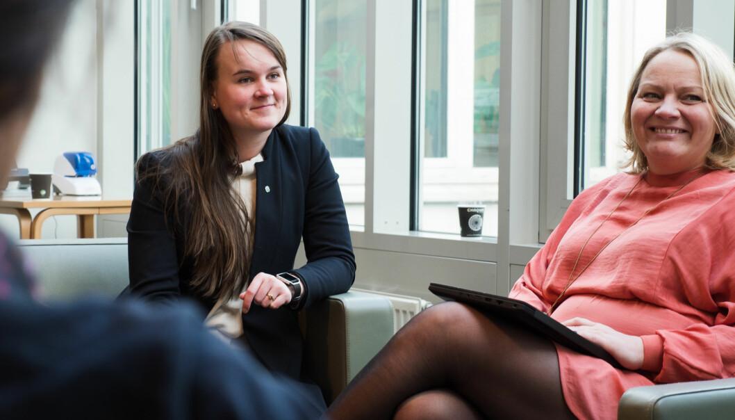Marit Knutsdatter Strand og Mona Fagerås, etterlyser begge mer konkrete tiltak fra regjeringen for å sikre faglærte lærere til alle skolebarn - i hele landet.