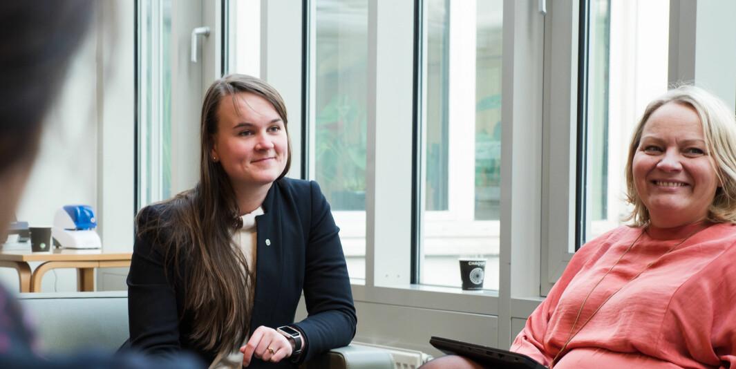 Senterpartiets Marit Knutsdatter Strand (til venstre) troner øverst på listen over taletid i Stortinget blant medlemmene i Utdannings- og forskningskomiteen. SVs Mona Fagerås havner akkurat utenfor pallen.