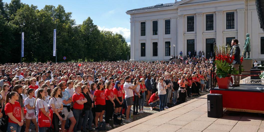 Rektor Svein Stølen advarer mot å se stengning av universitetene som et tiltak med små ringvirkninger.