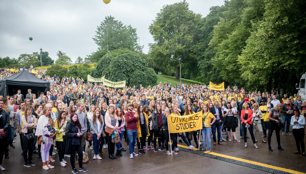 Studenter og faddere under åpningsseremonien av studiestart på St. Hanshaugen i Oslo. Nå etterlyser studenter tiltak for hvodan de kan være sirke på å få gjennomført studiene sine som planlagt, tross koronautbrudd. Foto: Skjalg Bøhmer Vold