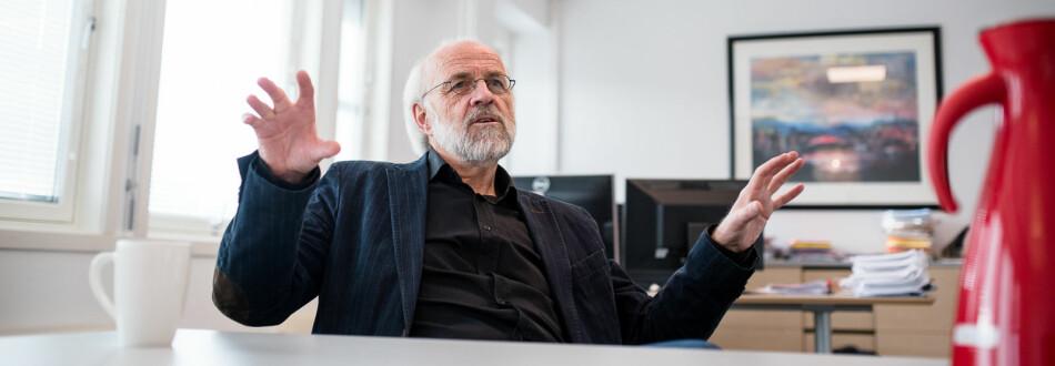 Rektor ved Universitetet i Sørøst-Norge, Petter Aasen, mener Gunnar Bovim burde synse mindre og bruke mer kunnskapsbaserte argumenter. Foto: Skjalg Bøhmer Vold
