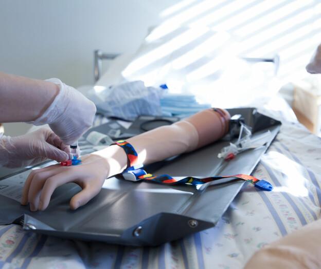Sykepleiestudent utestengt i fem år
