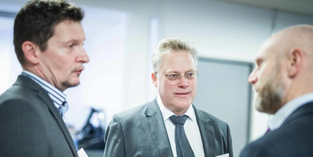 Tilsynsdirektør Øystein Lund (i midten), vil være en av søkerne for å overta etter adm.dir Terje Mørland (t.v.)