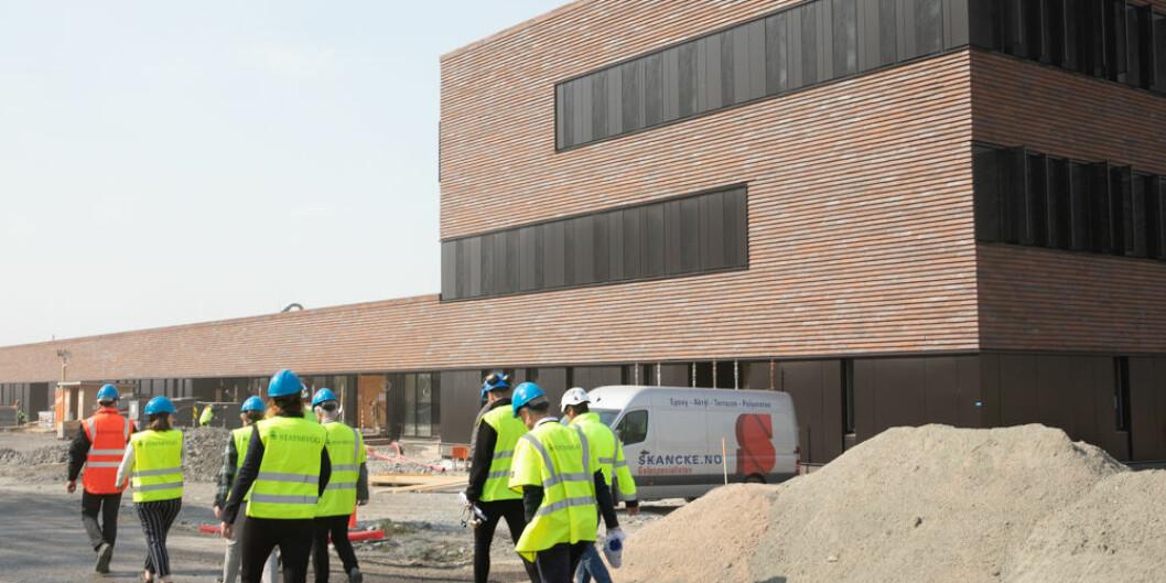 Omvisning i det nye veterinærbygget på NMBU i Ås. Bygget er ett av flere som kan bli overtatt av Statsbygg. Foto: Mina Ræge