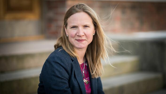 Områdedirektør for politikk i NHO, Mari Sundli Tveit, meiner det er eit godt tidspunkt å ta debatten om å gjere alt undervisningsmateriale tilgjengeleg på nett.