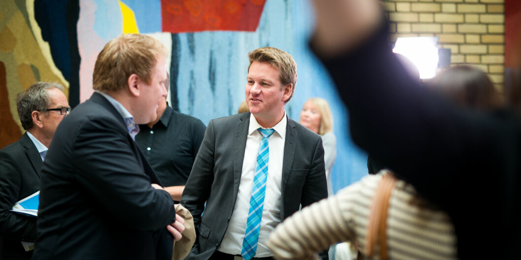 Vanligvis er det folksomt i vandrehallen på Stortinget. Men hvordan skal stortingsrepresentantene kunne møtes nå, under korona-utbruddet. Her er Anders Tyvand (Krf) ved en tidligere anledning.