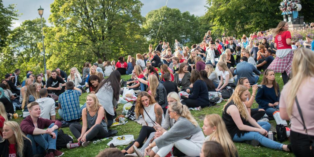 Norske studenter, her representert under grillkonserten på St. Hanshaugen ved studiestart i fjor, er lite imponert over studentkrisepakken fra regjeringen.