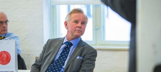 Rektor Ottersen anbefaler munnbind på Karolinska