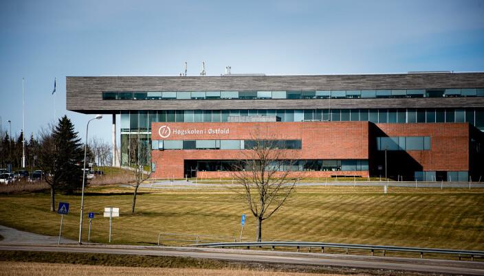 Hovedcampus ved Høgskolen i Østfold ligger utenfor Halden. Hovedtransportåren gjennom Østfold er E6, og kollektivdekningen dårlig.