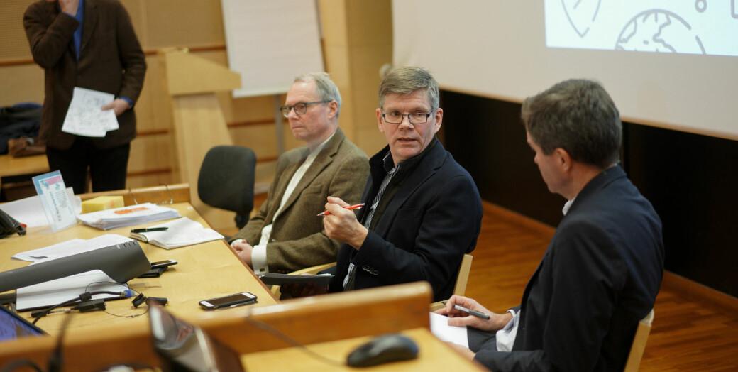 Svein Stølen (i midten) skriver, sammen med Andreas Trohjell og Guro Elisabeth Lind, at nye kompetansebehov er i stor grad resultater av det forsknings- og utviklingsarbeidet som gjøres ved universiteter og høyskoler.