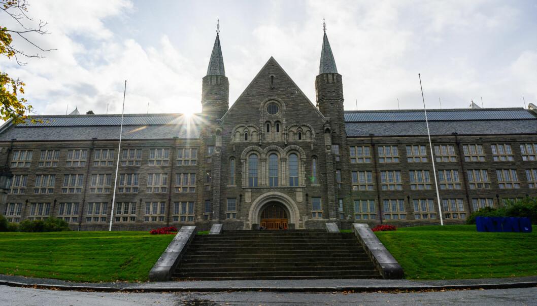 Campussamlinga rundt Gløshaugen i Trondheim som NTNU håper er ferdig i 2029, er også ein av grunnane til at universitetet no meiner det er naudsynt med ein gjennomgang av studieporteføljen. Dette biletet er av hovudbygget på Gløshaugen.