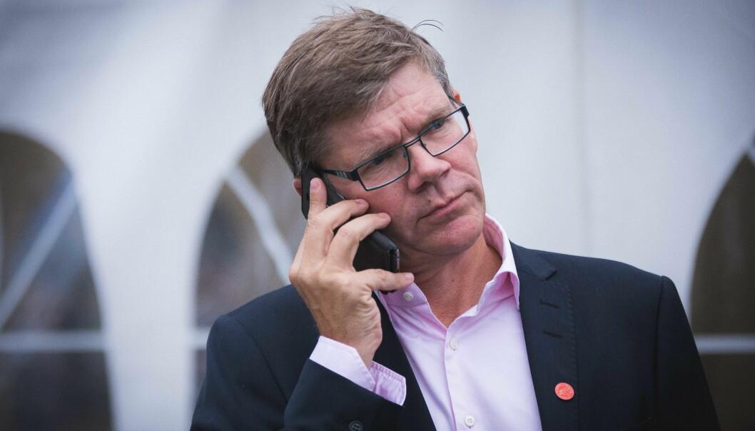 Telefon og datamaskin har blitt enda viktigere hjelpemidler denne våren, når alle møter har vært digitale. UiO-rektor Svein Stølen vil at universitetet skal bruke ulike kanaler for å kommuniserer med hverandre.