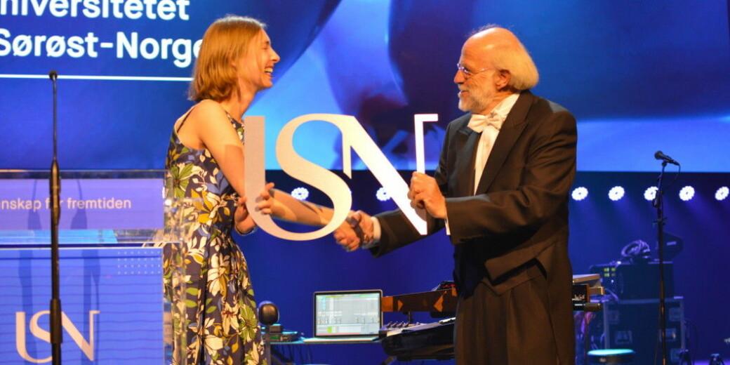Åpning av Universitetet i Sørøst-Norge (USN) i 2018. Forsknings- og høyere utdanningsministert Iselin Nybø (V) gratulerer rektor Petter Aasen