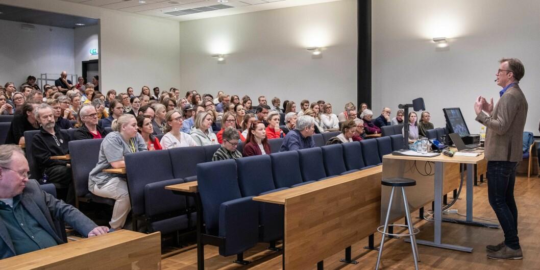 Bildet er frå eit allmøte på campus Kjeller. Curt Rice står foran. Foto: Siri Øverland Eriksen