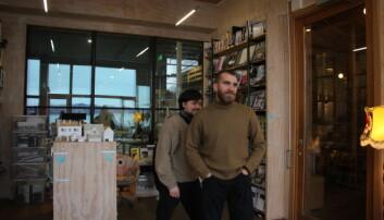 Marius Bakke og Oscar Solløs går begge tredjeåret på Bergen Arkitektskole. Foto: Anne Skifjeld