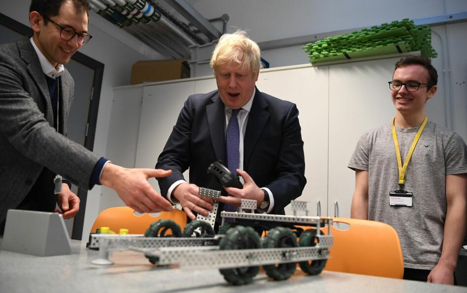Boris Johnson, ledet av kampanjen for å få britene til å forlate EU. Drøyt tre år senere ble han Storbritannias statsminister, med ansvar for å ta landet ut av EU. I dag skjer det. Her er han avbildet tidligere denne uka ved et besøk på King's College. Foto: Daniel Leal-olivas, Pa Photos / scanpix
