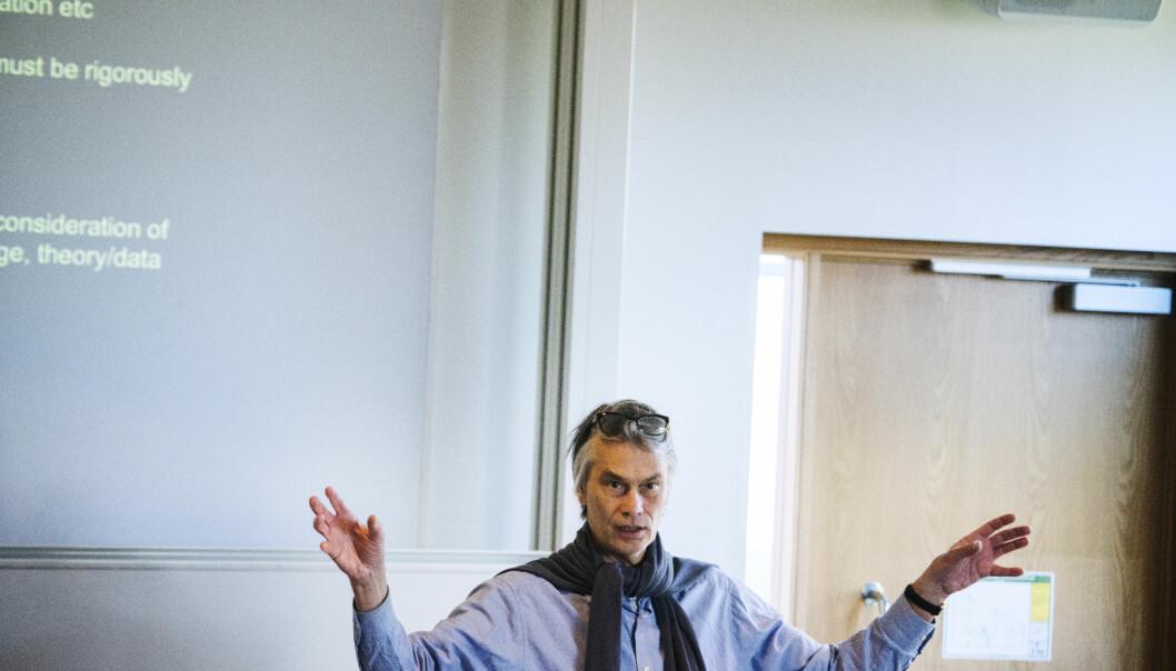 Lund-professor Mats Alvesson er kritisk til styringsoverskotet ved universitet og høgskular. — Men studentar kunne godt blitt styrte til å jobbe meir, seier han. Foto: Roger Larsson/Hallandsposten.
