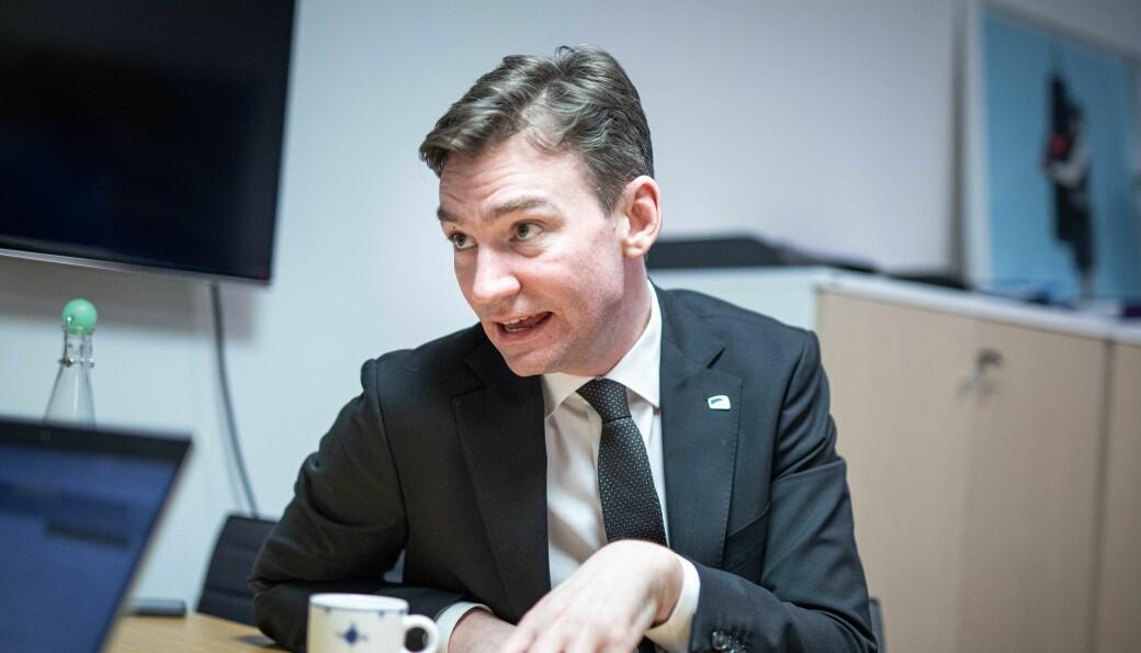 — Jeg vil advare mot å bli helt fartsblind i budsjettpolitikken, selv om vi har vært i en krise, sier statsråd Henrik Asheim med adresse til blant andre Forskningsrådets John-Arne Røttingen og UHR-leder Dag Rune Olsen.