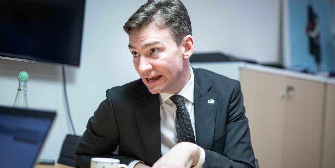 Kunnskapsdepartementet, her ved forskning- og høyere utdanningsminister Henrik Asheim, ber institusjonene legge til rette for utveksling.