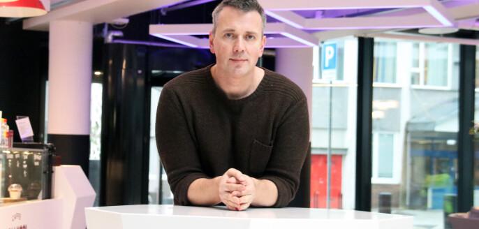 Helge Holgersen i Forskerforbundet ved UiB er sterkt kritisk til ledelsens håndtering av oppsigelsen av en av forbundets medlemmer. Foto: Joar Hystad