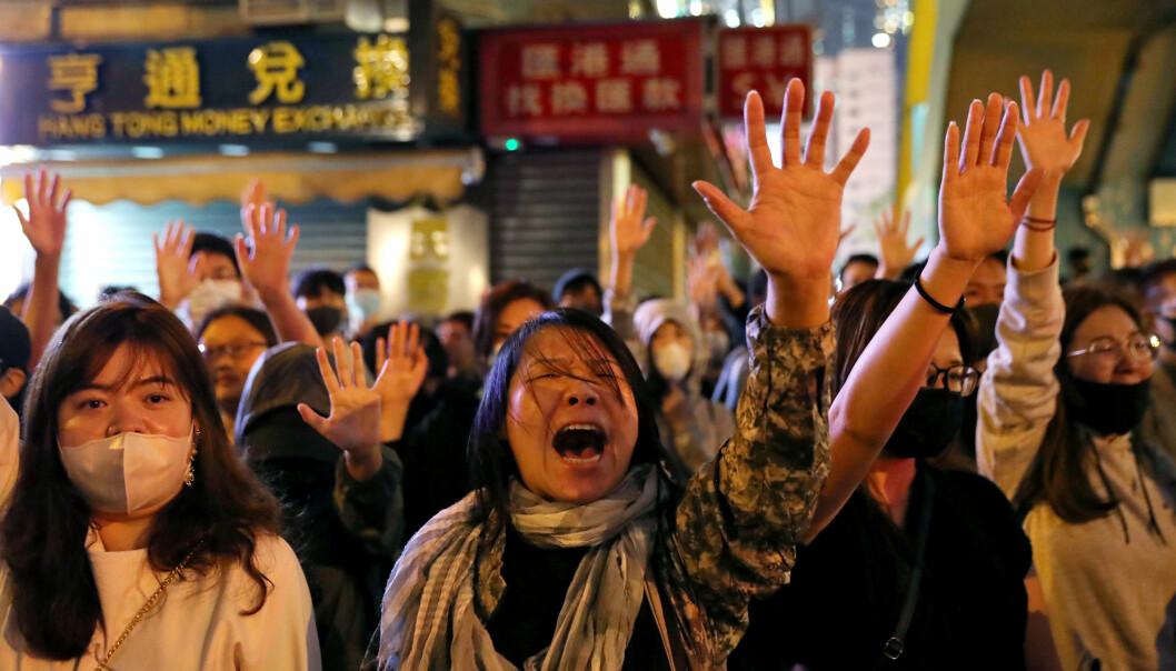 Protester utenfor Polytechnic University (PolyU) i Hongkong under protestene i november. Foto: Leah Millis/Reuters/NTB Scanpix