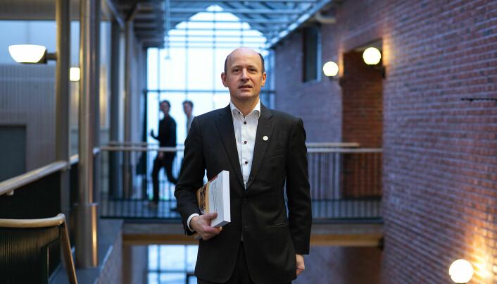Jussprofessor Karl Harald Søvig advarte i Khrono mot å gi fullmakter som går utover koronaloven.