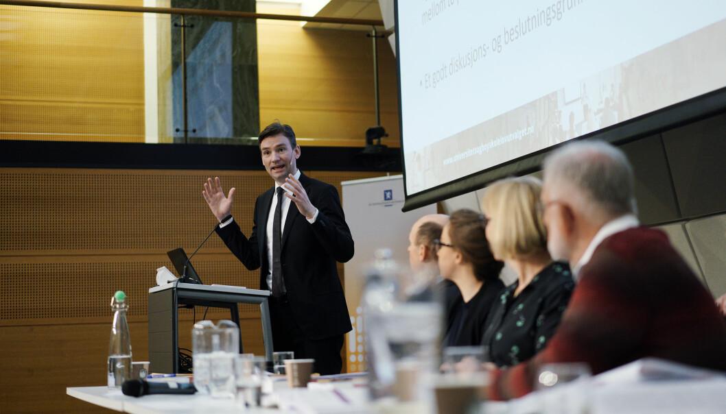 I februar 2020 fikk forsknings- og høyere utdanningsminister Henrik Asheim overlevert en rekke forslag til ny uh-lov. Førstkommende fredag kommer regjeringens synspunkter i egen stortingsmelding som skal behandles i Stortinget før sommeren.