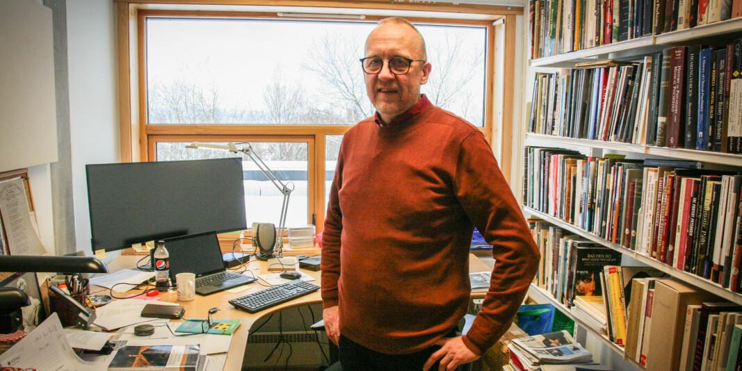 Professor Øyvind Thomassen er blant de som ønsker jobben som instituttleder ved NTNU. Her på kontoret sitt i de nye lokalene til Institutt for moderne samfunnshistorie.