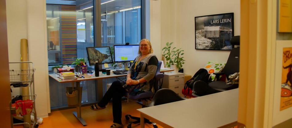 I dag har Trine Remvik et dobbeltkontor for seg selv. — Jeg er helt klar over at jeg har en luksussituasjon, og er klar for å flytte til et annet kontor hvis vi skal bli flere, sier hun. Foto: Anne Skifjeld