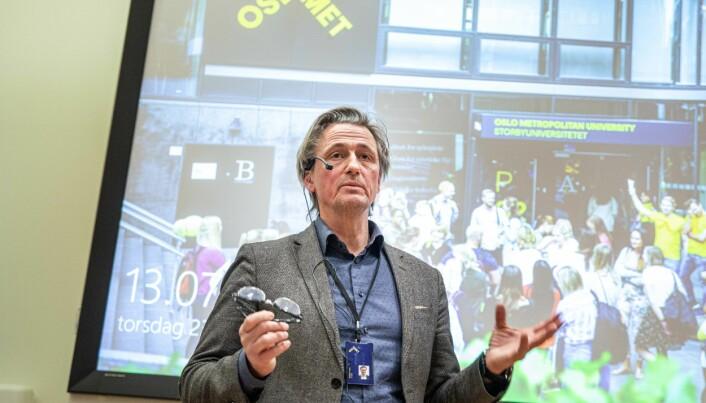 Direktør Asbjørn Seim avviser erstatningskravet fra gårdeier Hemfosa på Kjeller.