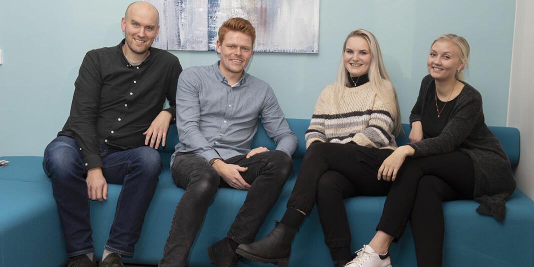 Espen Kvikstad sammen med tre av sine kolleger som jobber med sosiale medier ved Nord universitet. Fra venstre: Bjørn-Åge Rånes, Espen Kvikstad, Kristine Solli og Otelie Knædal, sistnevnte jobber nå i Visit Bodø.