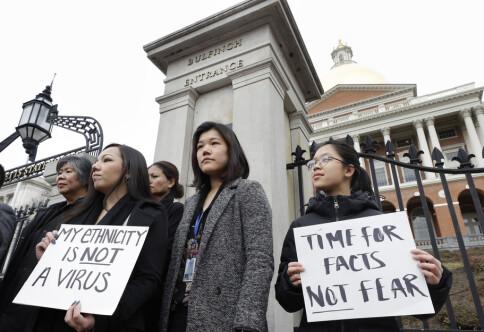 Først ropte de «koronavirus» etter studenten fra Singapore. Så gikk de brutalt til angrep, i sentrum av London.