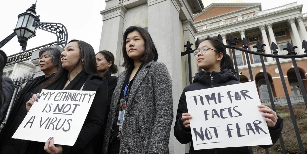Det rapporteres om rasisme mot folk med asiatiske utseende i forbindelse med koronautbruddet. Bildet er fra en protest i regi av Asian American Commission i Boston 12. mars.