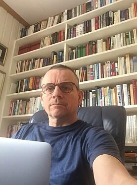 Dekan Helge K. Dahle fra sitt hjemmekontor.