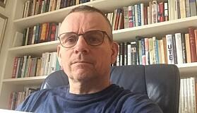 Dekan Helge Dahle meiner at han ikkje kan vere inhabil i oppseiingssaka.