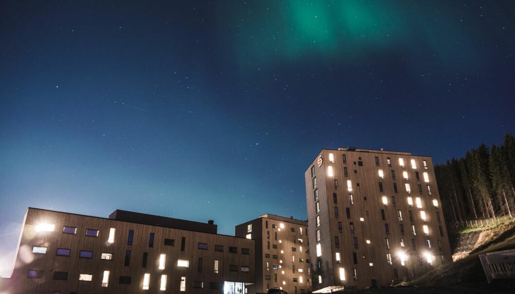 Studentbeboerne i Norges arktiske studentsamskipnad sine boliger ble først nektet å ha besøk. Nå har samskipnaden endret det til en anbefaling på lik linje med anbefalingene til Regjeringen.