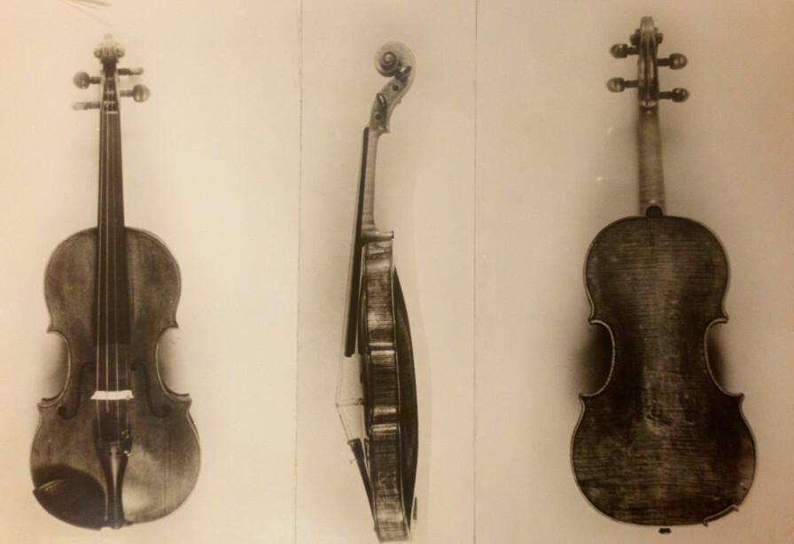 Guarneri-fiolinen til Einar G. Martens, fotografert av Atelier KK, trolig i 1926.