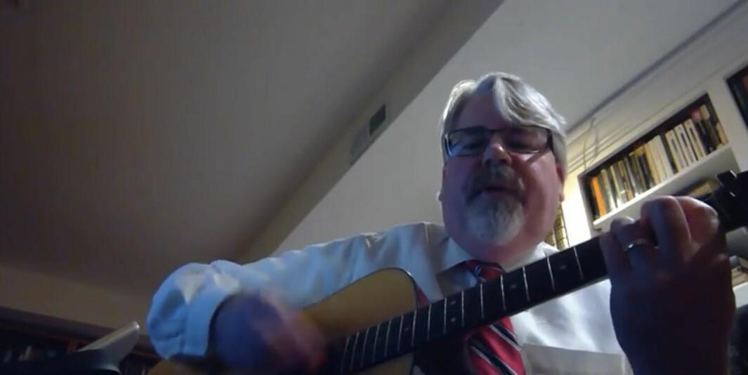Michael Bruening fra videoen.