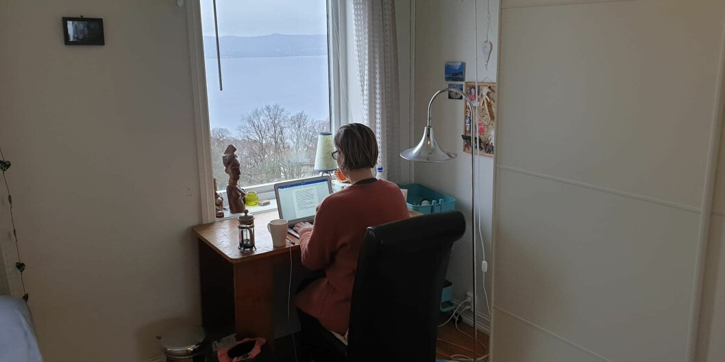 Når alle skal jobbe og studere hjemmefra, kan man da kreve at alle kobler opp via video og viser hvordan de har det hjemme, spør studentombud Kjersti Brevik Møller.