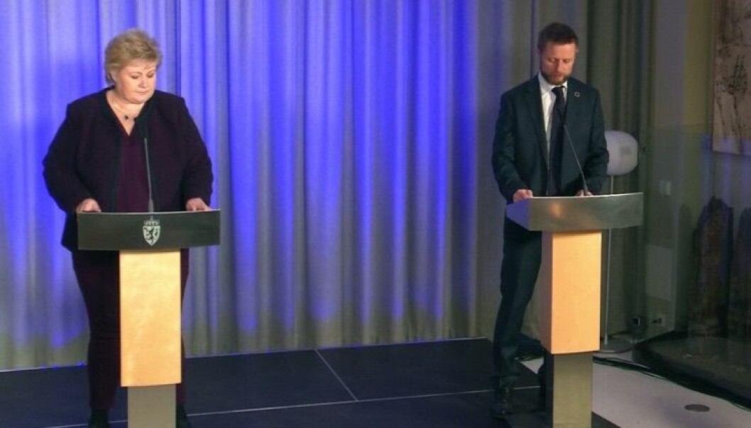 Statsminister Erna Solberg, helseminister Bent Høie og justisminister Monica Mæland deltok på pressekonferansen.