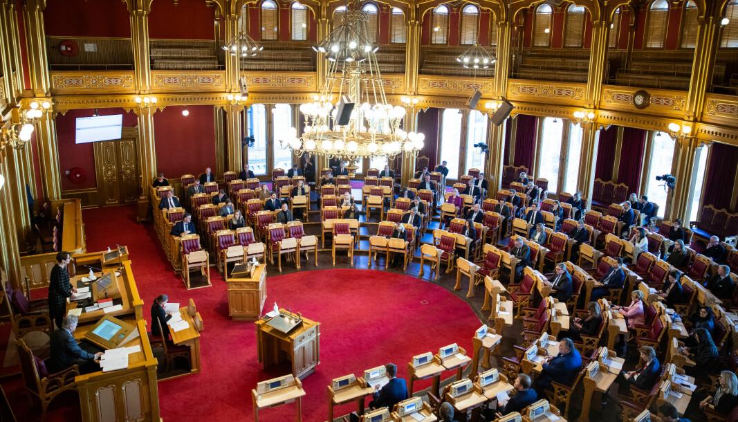 Regjeringspartiene Høyre, Venstre og Kristelig folkeparti fikk tirsdag med seg Fremskrittspartiet og sikret dermed flertall for sin foreslåtte krisepakke til studentene.