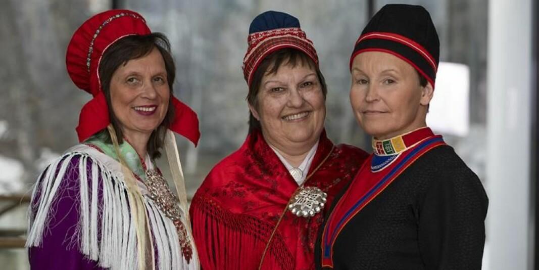 Tre av kommisjonsmedlemmene; Liv Inger Somby (t.v.), Marit Myrvoll og Anne Kristin Gurák. Foto: David Jensen/UiT