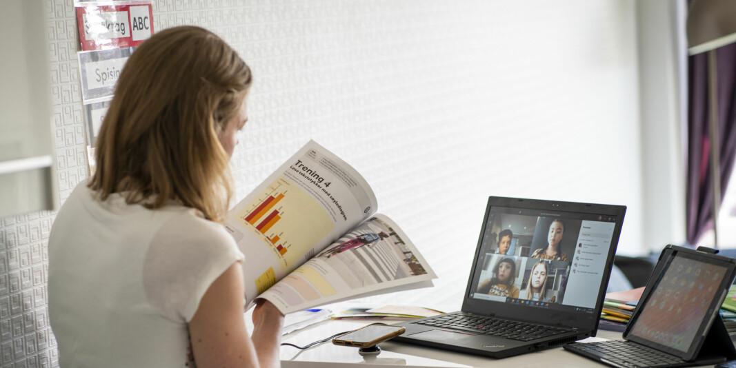 Når vi nå bytter fra fysiske til digitale omgivelser i stort monn i disse dager, endrer vilkårene seg for kommunikasjonen og dialogene mellom studenter og lærere, skriver Ludvigsen. Foto: Heiko Junge / NTB scanpix