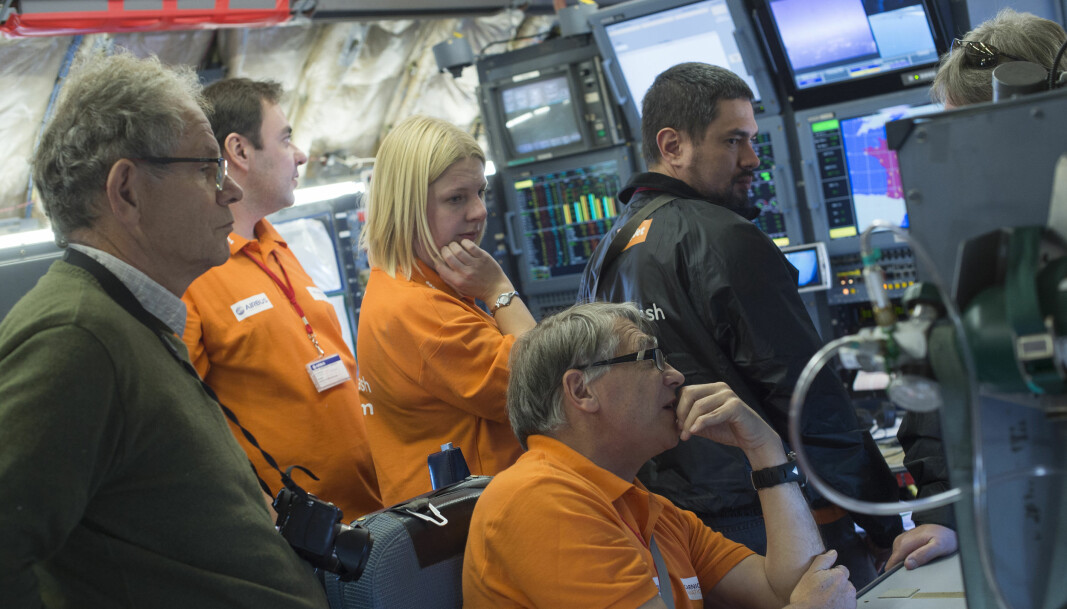 Fred Prata under testflyvning med Airbus i 2013. Bak ham står også den britiske forskeren Helen Murray, som også jobbet i Nicarnica Aviation. Begge sluttet i 2017.