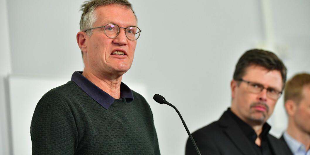 Statsepidemiolog Anders Tegnell har fått kritikk for at Sverige ikke har strenge nok korona-retningslinjer. Her sammen med spesialrådgiver Svante Werger fra Myndigheten för samhällsskydd och beredskap (MSB).