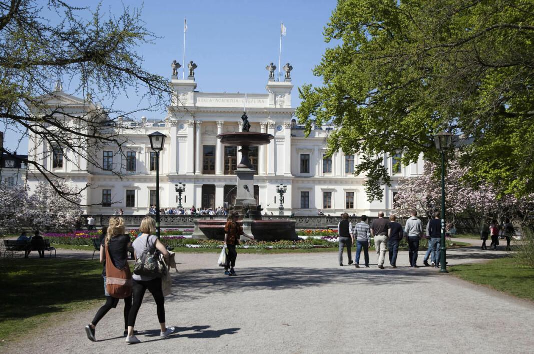 Svenske universitet fryktar konsekvensane av ny utlendingslov for mellombels tilsette forskarar frå utlandet. Rett til permanent opphald i Sverige krev no arbeidskontrakt i minst 18 månader.