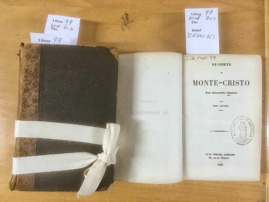 Forsiden av den tredje av volumene med en av de tidligste utgavene av «Greven av Monte Christo», publisert i Brussels av den berømte bokhandleren Carl Vogler (UBB/Librar 99).