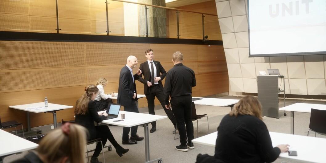 Flere institusjoner opplever nye rekorder i antall søkere. Særlig er helsefag populært. Her er Unit-direktør Roar Olsen og forsknings- og høgere utdanningsminister Henrik Asheim i samtale på pressekonferansen.